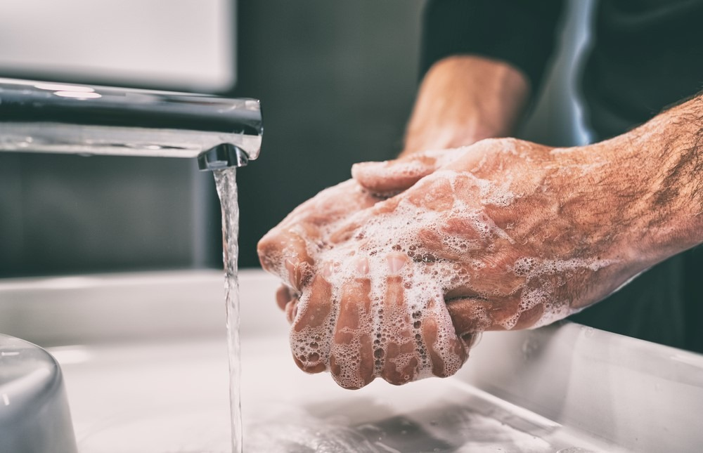 rửa tay bằng xà phòng