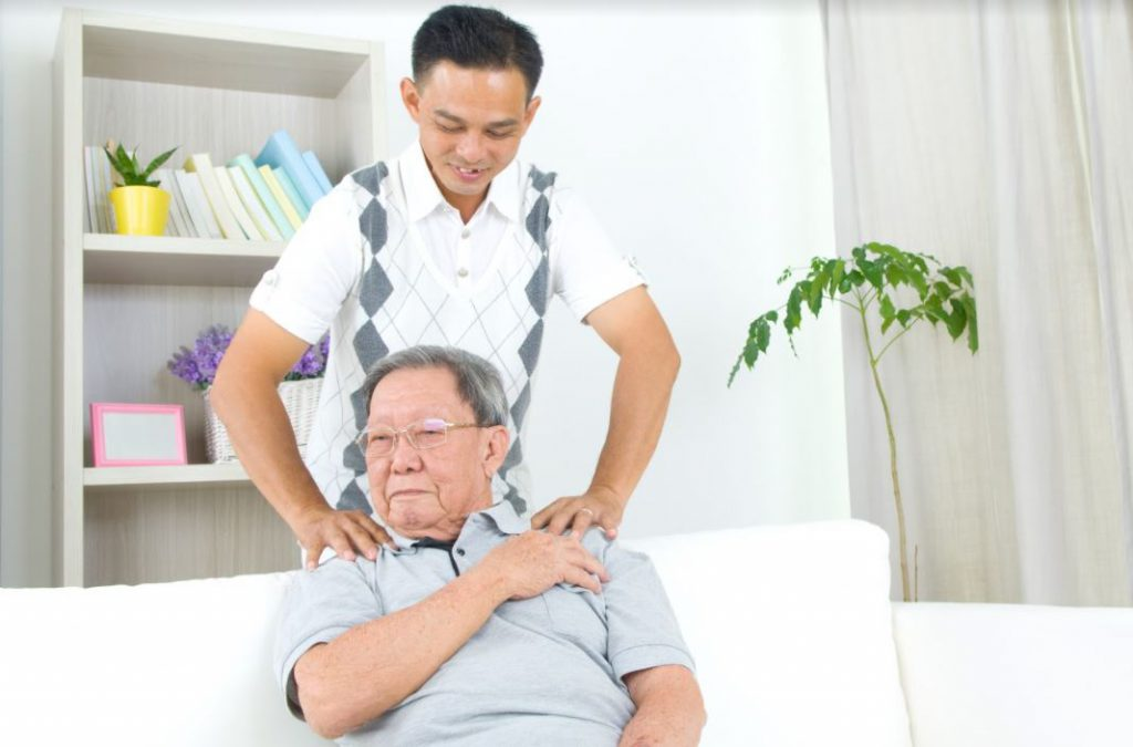 chi phí mua bảo hiểm cho người lớn tuổi
