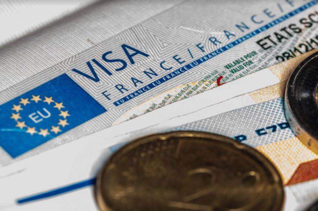Làm visa du lịch Pháp tự túc có khó không?